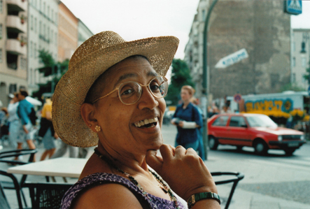 https://i2.wp.com/www.audrelorde-theberlinyears.com/images/film/people/Audre_strawhat_400.jpg