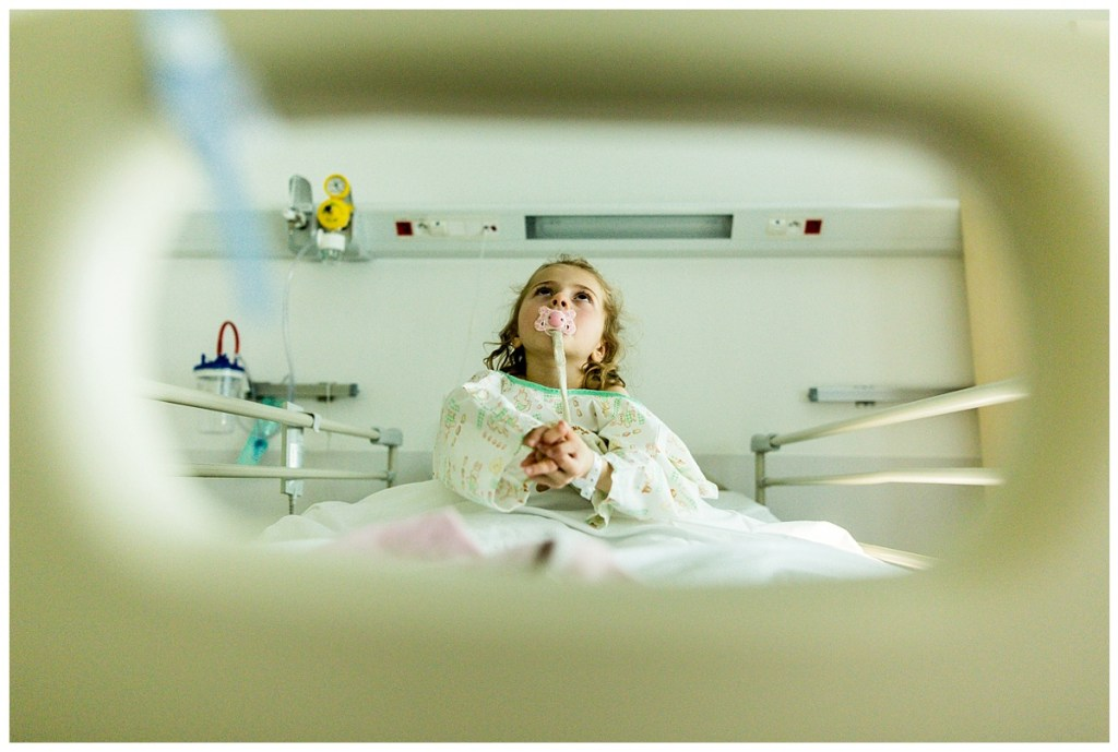 reportage photo à l'hôpital de caen d'une petite fille atteinte du syndrome de rett