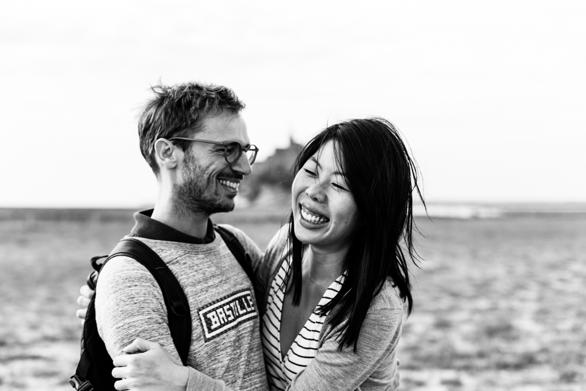 seance couple mont saint michel, photo de couple, audrey guyon, photographe emotions