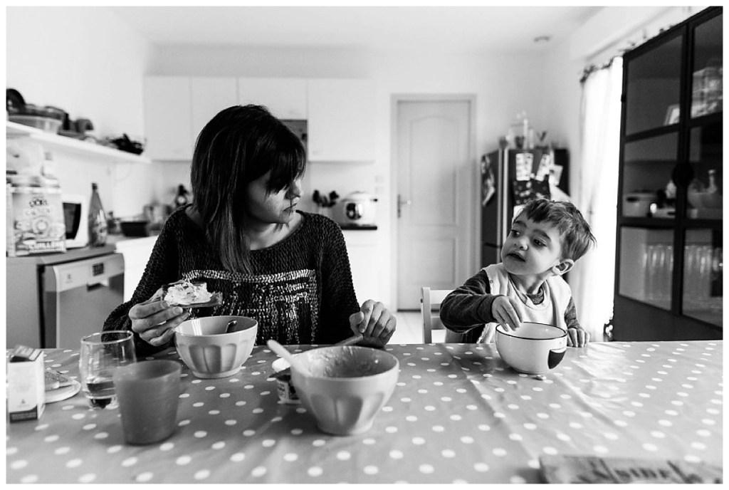 prendre son petit dejeuner en famille