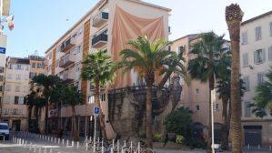 Bateau Sculpture an der Gebäudefassade in Toulon