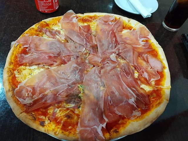 Schinken Pizza in Vecindario
