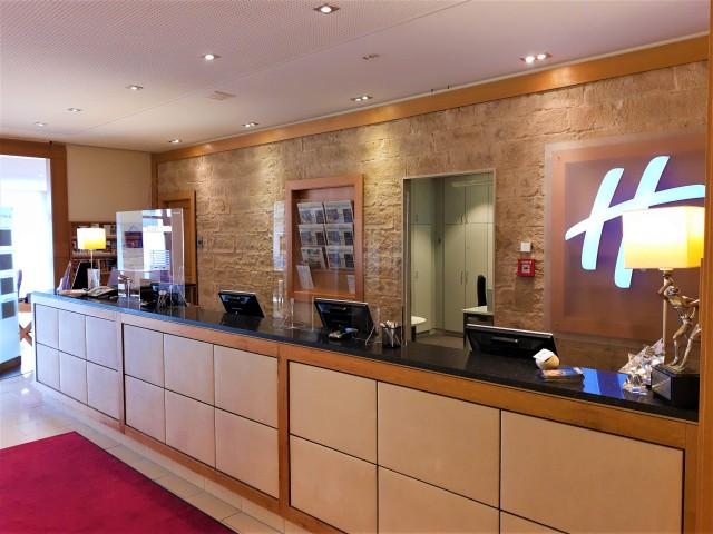 Rezeption im Holiday Inn Nürnberg