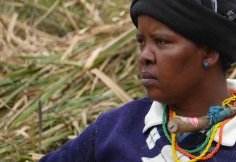 Suedafrika-Bulungula-Xhosa-Frau-dunkelblau