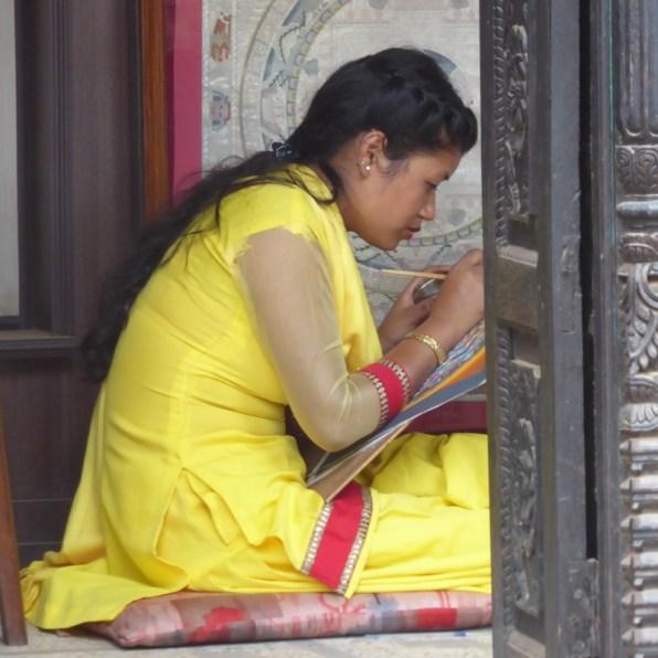bhaktapur_frau_gelb