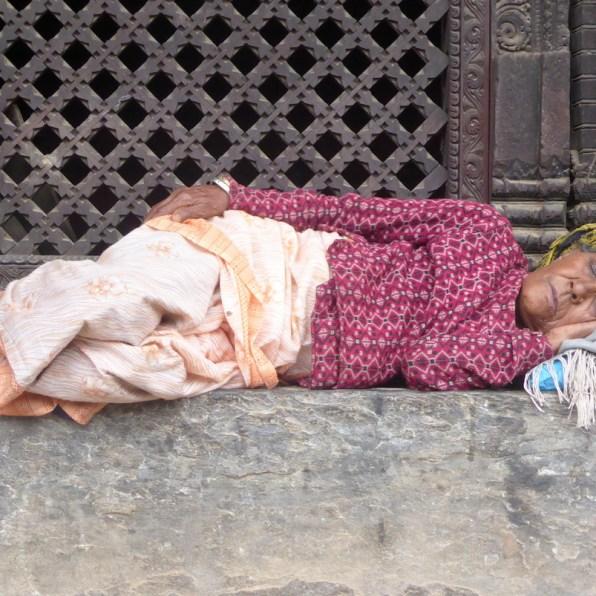 bhaktapur_frau_schlafend