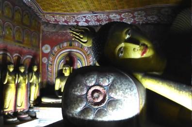srilanka_rocktemple_buddha_liegend
