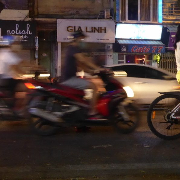hanoi_strasse_nachts_fahrrad