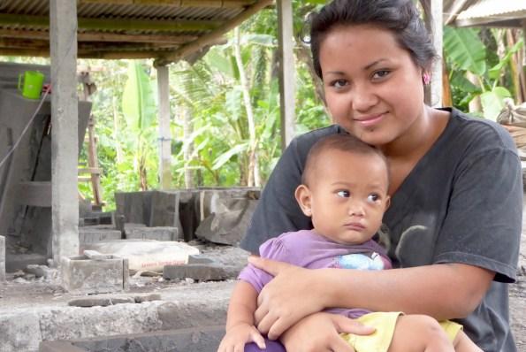Bali-Land-Frau-Baby