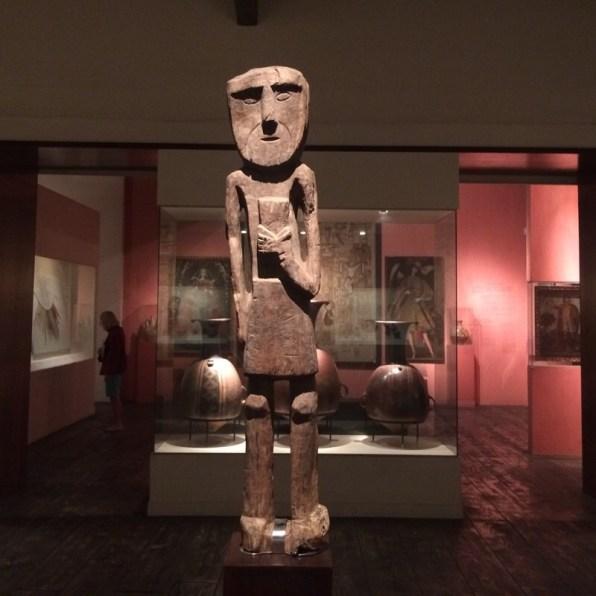 Peru-Lima-MuseumLarco-Ausstellungsraum-Skulptur
