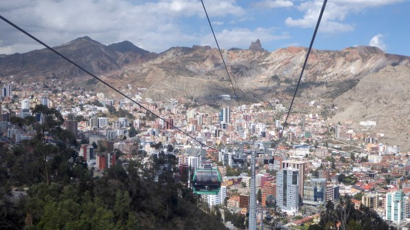 Bolivien-LaPaz-Teleferico-berge