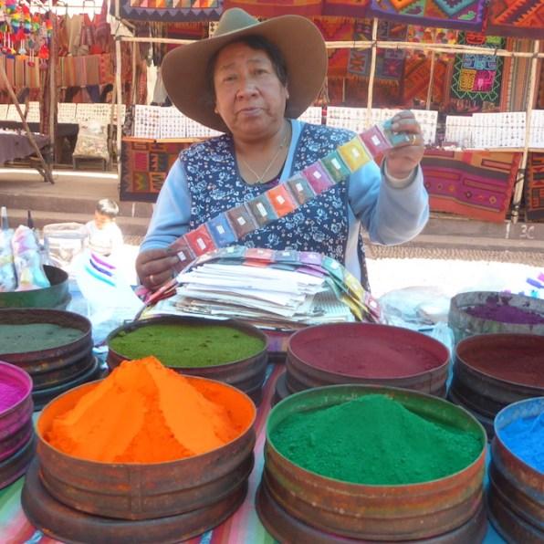 Peru-SacredValley-Pisac-Farbstand