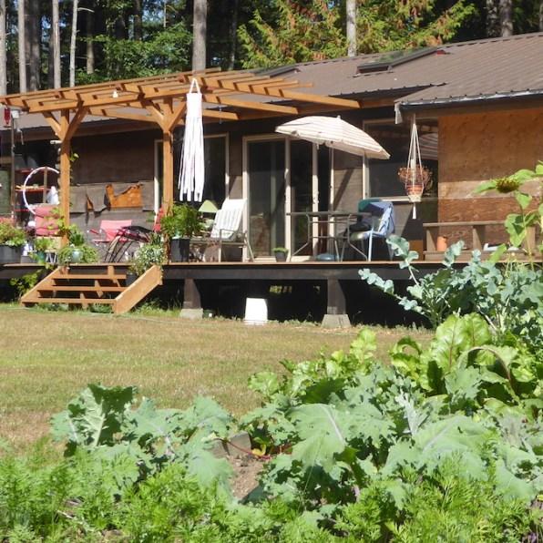 Kanada-HornbyIsland-ElisaRoy-Haus-Terrasse