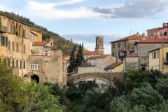 Blick auf Dolcedo im italienischen Ligurien