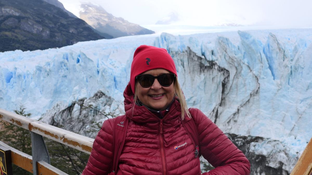 Elke Zapf am Perito-Moreno-Gletscher in Argentinien