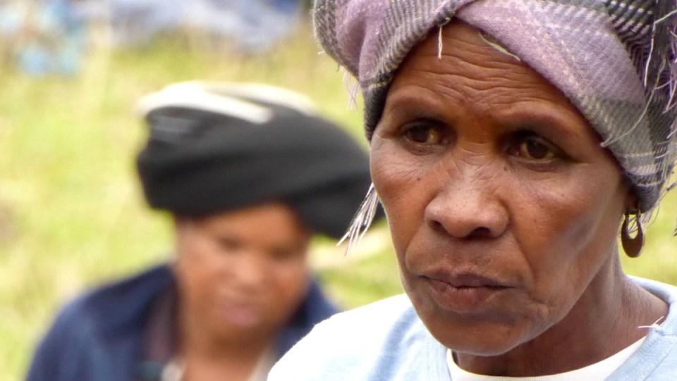 zwei Xhosa-Frauen in Bulungula in Südafrika