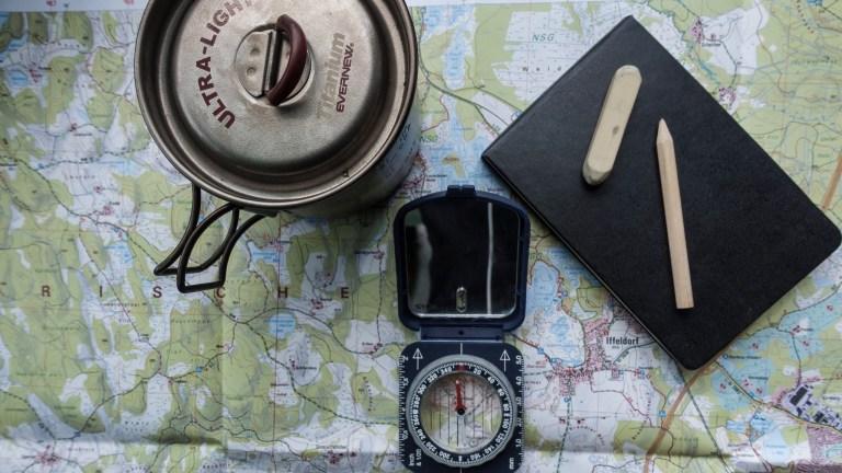 Karte und Kompass