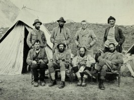 "1921 Mount Everest expedition members - photographer Alexander Frederick Richmond ""Sandy"" Wollaston (1875 - 3 June 1930) [Public domain]"