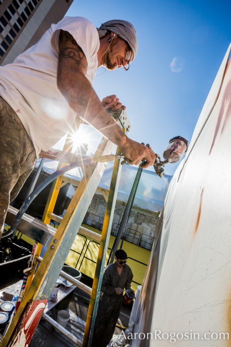 Bold Stage mural dan spraying with sunlight