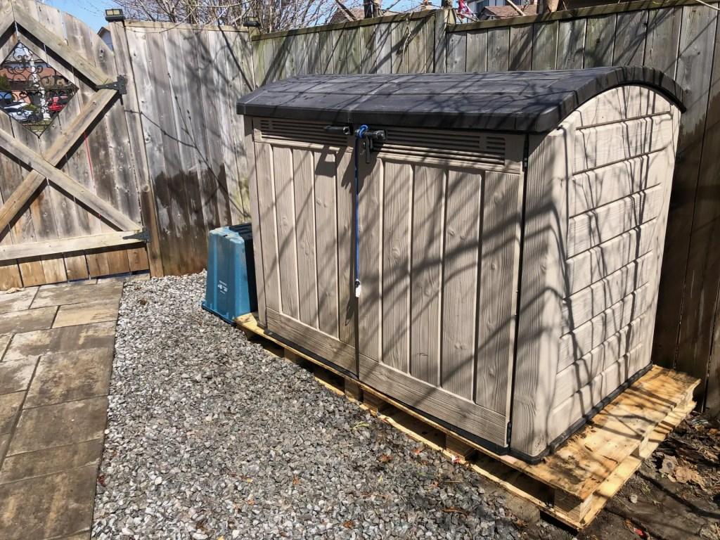 wood pallet platform for refuse bins
