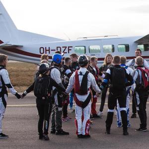 Skydivers dirt dive