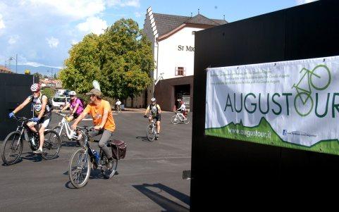 2. Etappe Augustour 2014: Start Eppan