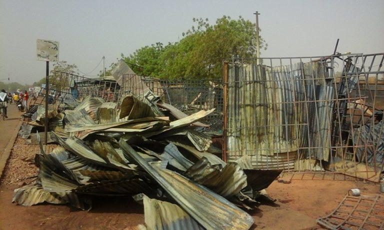 Ouagadougou : plusieurs magasins partent en fumée à Zogona