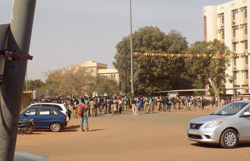 Ouagadougou: Des élèves envahissent les locaux du MENA