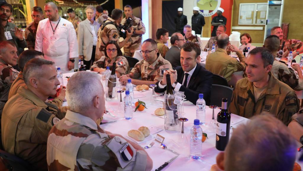 Macron au Niger :  Réveillon requinquant du Président-Général à Barkhane