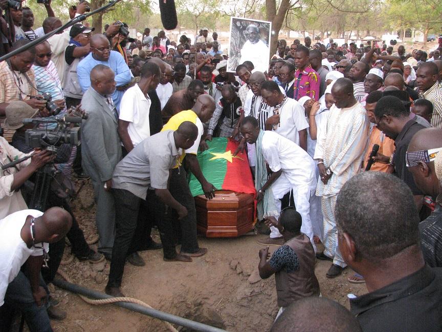Obsèques du cinéaste Idrissa Ouédraogo :  L'ultime adieu au cimetière de Gounghin