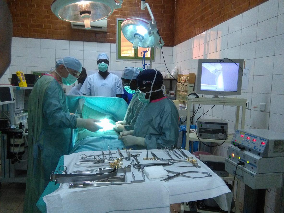 Chirurgie : Dr Sedogo de Léo, un centre de santé au grand cœur