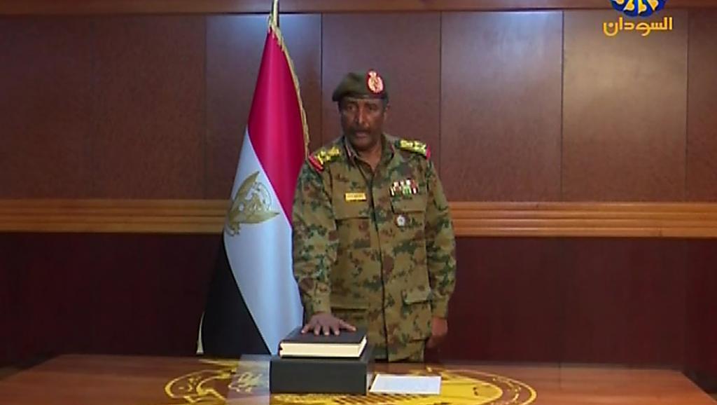Soudan- Algérie, Printemps arabes, Saison II: Les civils ne veulent pas de la transition des prétoriens