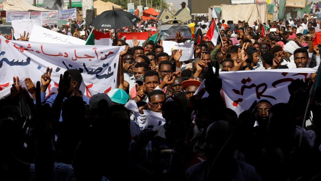 «Marche du million» au Soudan: L'armée a le couteau sur la gorge