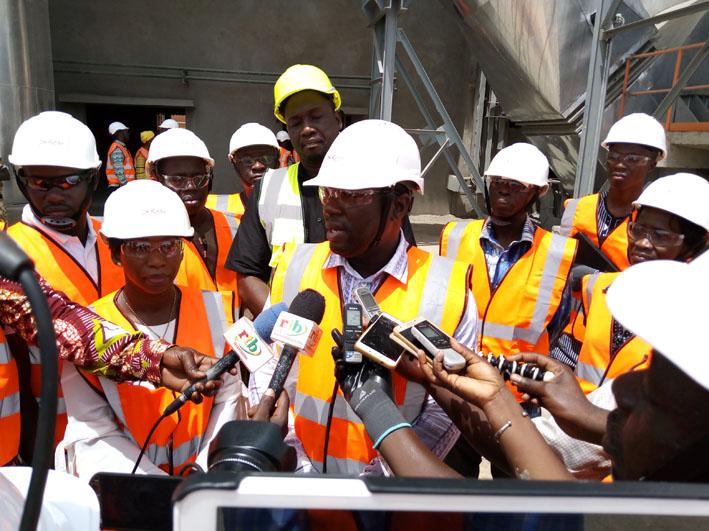 Journée mondiale de la sécurité et de la santé au travail: Le ministre Séni touche les réalités de l'usine Cimburkina