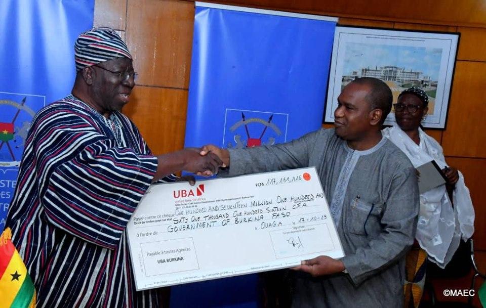Aide ghanéenne au Burkina: Réception du chèque de 117 millions de FCFA