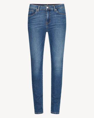 Tommy Hilfiger como izzy jeans