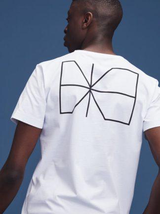 Lyhythihaiset t-paidat ja topit