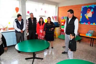 Alumnos-de-Metepec-reciben-del-ayuntamiento-chamarras,-tenis-y-mochilas-6