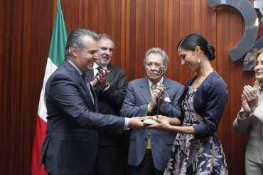 Reconocen trayectoria de la mexicana Elisa Carrillo