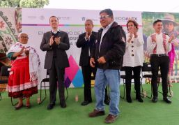 Entregan apoyos de FONART a artesanos mexiquenses para desarrollar su labor 2