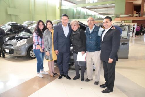 Reconoce el SMSEM con un automóvil nuevo a maestros