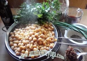 πικάντικο χούμους με κύμινο, ρόδι και chutney