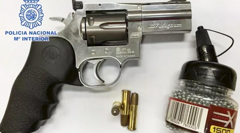Revolver de aire comprimido intervenido