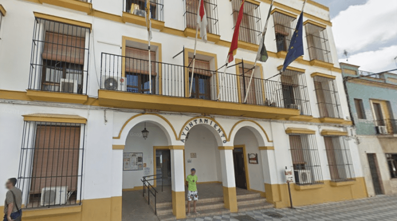 Cierra el Ayuntamiento de Coria del Río por dos positivos entre sus trabajadores