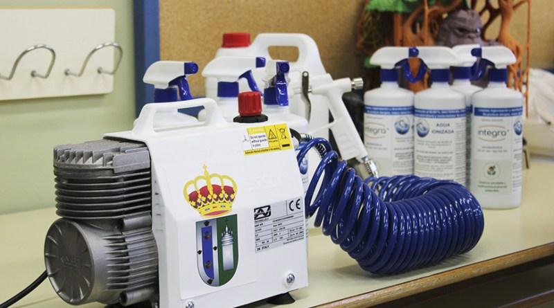 El Ayuntamiento de Gines entrega kits de desinfección a todos los colegios