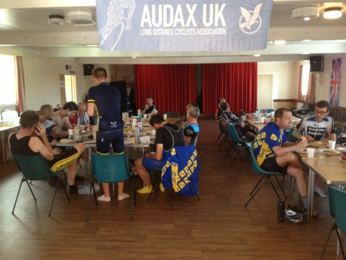 Audaxers eating