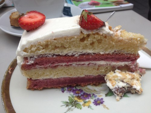Strawberry Milkshake cake