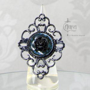 Bague gothique Toran fleur bleu en résine noire baroque - ajustable - face
