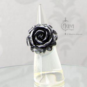 Bague gothique Llorona fleur noir métallisé en résine - ajustable - face