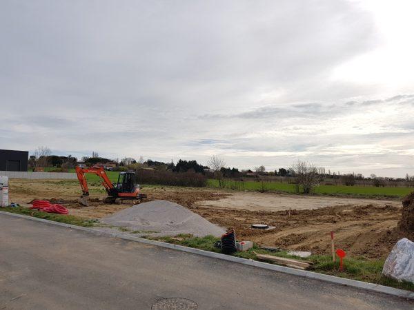Cette image représente une photo du terrassement du terrain